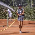 Tennisspilleren Alma Rune Nødskov vander bane