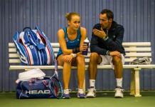 Tennisspilleren Julie Noe, og træner Thierry Guardiola