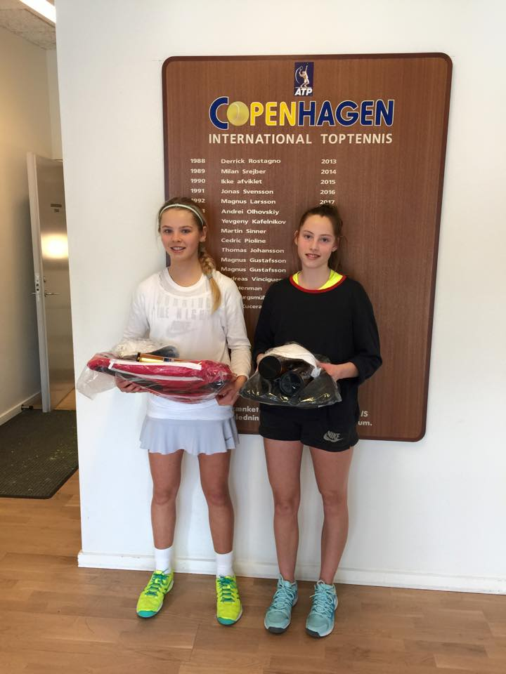 Olga Helmi, Josefine Axelsen