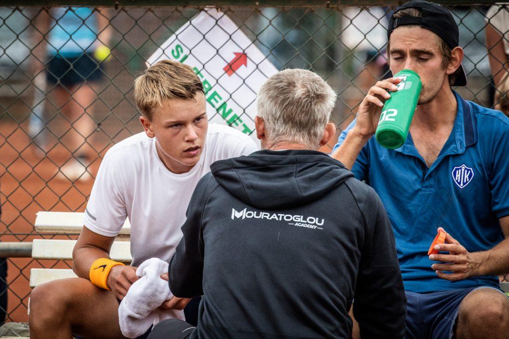 Holger Rune og Christoffer Kønigsfeldt bliver coachet af Lars Christensen