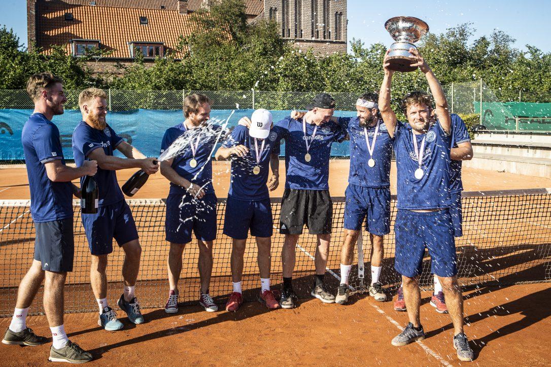 Give´s herrer vinder GULD ved DM for hold udendørs 2019