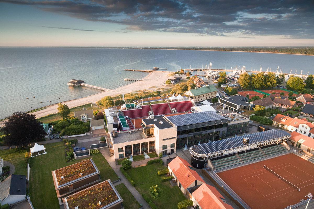 Hotel Skansen har 6 imponerende tennisgrusbaner og bruges til Swedish Open.