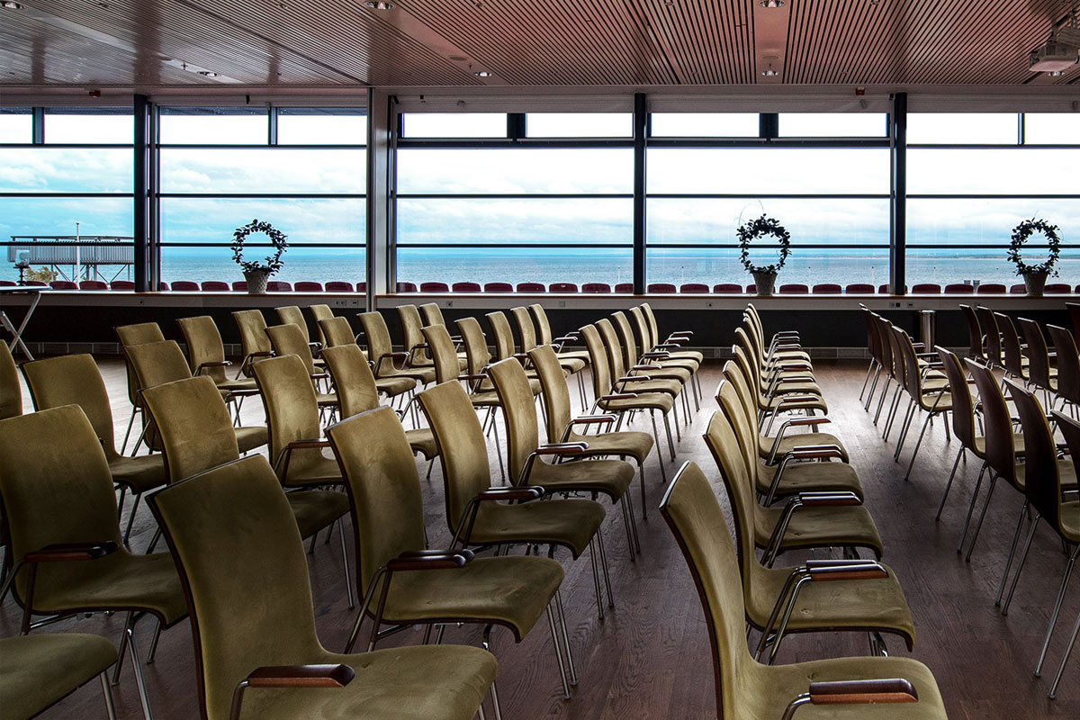 Inden for murene på Hotel Skansen er der plads til hundredvis af hårdtarbejdende deltagere.