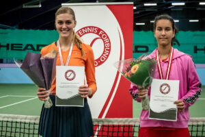 Danmarksmester indendørs 2021 Emilie Francati, og finalist Sofia Nami Samavati